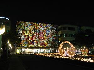 春日井市民集合! 2002年11月に撮影した写真です。 閉店までには、今一度、あのステンドガラスの写真を撮っておこうか