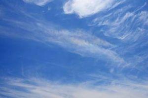 芭蕉から文月まで     「糸瓜忌」         糸瓜忌や思いを馳せる空の果て   風船