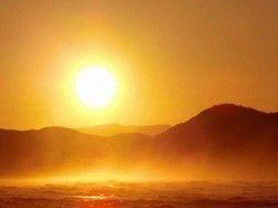 芭蕉から文月まで      「西日」         山影に沈む西日や波の音    風船