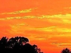 芭蕉から文月まで   「秋夕焼」       晩鐘の厳かなるや秋夕焼   風船