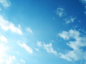 芭蕉から文月まで     「立夏」      ゆるやかに流るる雲や夏立ちぬ   風船4