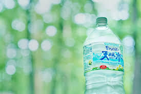 2587 - サントリー食品インターナショナル(株) 私は自動販売機が並んでいる場合、必ずサントリーを買います。 何故って、サントリーは美味しい水の産地を