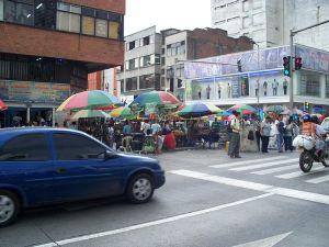 一度は行ってみたい南米 私は数年前コロンビアに住める機会に恵まれました。住んでいた街はカリというところ。人口203万人とか。