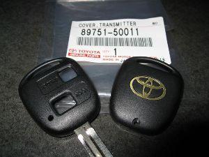 旧車のレストアに興味がある方 私が見てきた中で最も弱いキーはトヨタ、ダイハツの2ボタンです。  ほぼ割れます。ボタンの位置に金属の