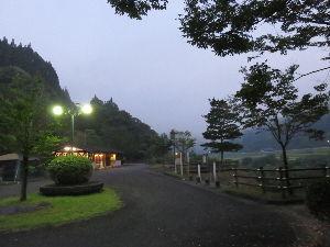 長崎~ バイクでキャンプツーリング仲間募集中 宮崎県美郷村・北郷にある無料の〝板ヶ原オートキャンプ場〟です。 夜は外灯付きますし、炊事場&水洗洋式
