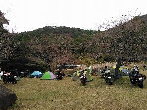 長崎~ バイクでキャンプツーリング仲間募集中 先週末、霧島でキャンプしてきました♪ もぉ~、秋なのですネェ~! 紅葉が綺麗で・・・ でも、夜は寒い