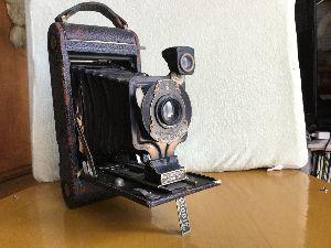 豊川歳時記 Oh crassic これは105年前の写真機です。蛇腹がボロボロですが、シャッターと絞りは生きてる