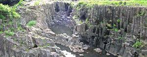 エアーズロックは大隕石か? >>46 遅くなって申し訳ございません。 写真は柱状節理の上面を実際に撮影したものです。