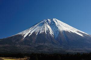 分かち合い♪ こんにちは。  八方美人に見える富士山にもこんな一面があります。 本栖湖から静岡に抜ける道沿いで見ら