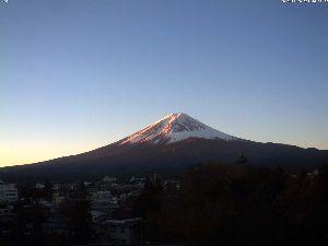 分かち合い♪ シェアしにくい時代  ちょっと前まで、富士山周辺はそれ程の賑わいはありませんでした。 ブームと言いま