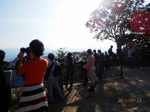 高尾山、陣馬山を好きな人 沢井を午前9時に出発。明王峠、高尾山と歩きました。京王高尾山駅に午後4時でした。休憩も入れて7時間。