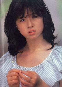 AKINA♥NAKAMORI 1982年11月に発売した3枚目のシングル「セカンド・ラブ」は、11月29日付の同チャートで初の週間