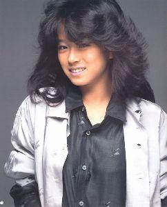 AKINA♥NAKAMORI オリコン週間シングルチャートでは、1985年10月21日付で初登場・最高順位ともに1位を記録し、19