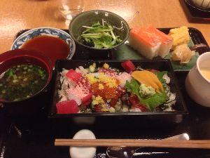 食べて美味しかった画像を淡々と貼るスレッド ランチの海鮮弁当。贅沢やー。