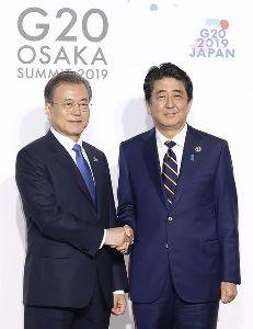 krwjpy - 韓国 ウォン / 日本 円 握手の後、有効なパンチをはなしましたね。手はお膝で静かに観戦します。