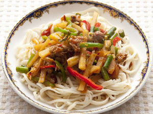 日本語の起源 ちなみに、甘粛・新彊の定番麺料理「ラグマン」の語源はラーメンだとも言われている。漢語では「バンミェン