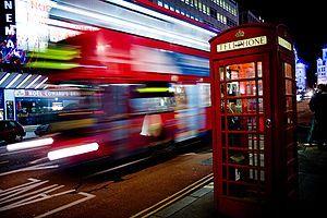 電子は波か?粒子か?加速度運動する電子は必ず電磁波を出すのか? このバスも波か?
