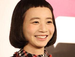 φ(・ω・ ) 【エマージェンシー】   前髪を予想以上に切りすぎて、  緊急事態です!?   歌手の三戸なつめさん