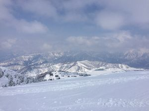 孤独なスキーヤーのスキー場の過ごし方 moguさん 皆様 こんばんは〜。今年で満50歳を迎えるスローです。  さてさて、この時期には稀な?