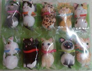 35年生まれ~39年生まれの方 可愛いお菓子を貰いました(*^^*)  十人十色と言うけど  猫も十猫十色だね(≧▽≦)  自分の個