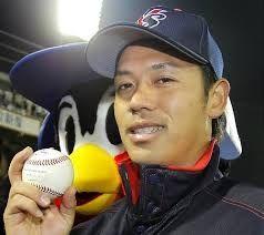 今日のヒーローはオレだばってん!! 小川投手は「感謝の気持ちで投げた。いろいろ経験させてもらったし、ここに戻って来られたし」と、すべてを
