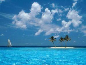 もっと自由に恋したい。(独り言専用トピ) 青い爽やかな空と爽やかな海