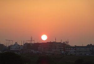 ★☆居酒屋『Love&Peace』信州店_開店のお ご無沙汰しております。 先月末から早朝散歩をしております。 添付の日の出直後の太陽からは「熱量」は感