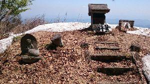 ★☆居酒屋『Love&Peace』信州店_開店のお 確かに不自然ですね。他の絵でも「浅間山」とされる山の形が違っていたりで、写実的な描き方はされていませ