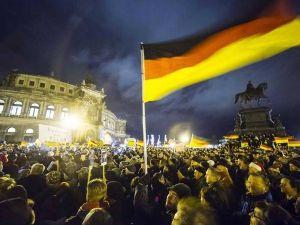 最近の安倍内閣は弱者いじめやってないか 「排外デモなんて欧米では考えられない   ドイツ「反移民デモに過去最多の1万8000人が参加」