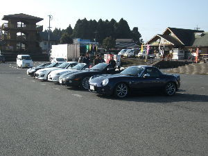 40歳以上の車好き集まれ! 以前,霧島神話の里公園という道の駅に第一日曜日の早朝クルマで集まる「おはよう!霧島」というのがあり,