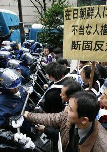 このままでは日本は壊れます。抗議の意味で「日本共産党」に投票しよう。 ★国税徴収官を逮捕           調査日程漏えい容疑      -京都府警  時事通信 201