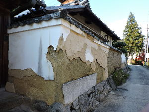 奈良が好きな人の、壁新聞! おはようございます、  季節外れの一荒れのあと 師走の人影の疎らな矢田寺に車を止め 寺院に向かう途中