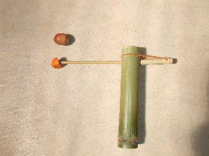 60歳超えてどんな生活してるの? ナイフを使わなくても出来る竹鉄砲です。 小さな子でも簡単に出来ます。    木工家