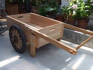 60歳超えてどんな生活してるの? こんなん作りました。 こども達の外遊び用「木製リヤカー」です。 第1号はこども達のパワーにあえなく破