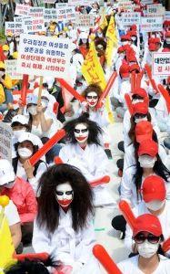 公式文書での元号使用はいかがなものか イギリス人女性困惑!     韓国で微笑み、売春婦と勘違いされる?       さすが売春大国・韓国