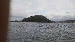 天草来てみんですか? 天草にある亀島です。  干潮時のみ歩いて渡れます・・・でも潮の満ち引きに注意しないと帰れなく成ります