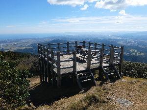 いつだって、そばにいるからね♪  11/2こちらも天気良かったので近くの山へお散歩でした。 こんな見晴台のある山の上でカップラーメン