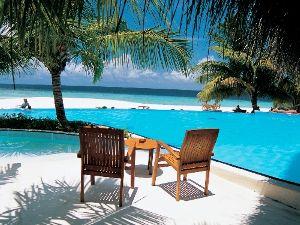 朝 ログインが楽しみなところにしたい。 既に台風の影響が‥^^; 沖縄の観光客は大変だぁ~++b
