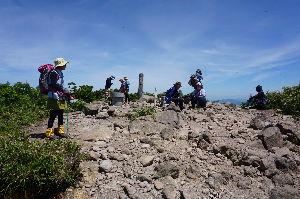 中高年で日本百名山を始めました nakasanさん、中央アルプスの難関制覇、お疲れ様でした。  鉢盛山は3年前の6月、残雪期に野麦峠