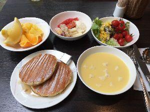 2015年8月16日(日) ヤクルト vs 阪神 19回戦 今日もコンビニで探したけど ないわ💦  温泉の画像貼れへんから♨️ 朝食貼るわ