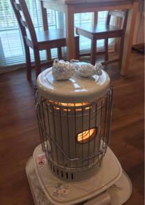 5909 - (株)コロナ 昨年末に停電時の暖房対策用としてコロナ製の電池式灯油ストーブを買いました。 前の週まで20台くらいあ