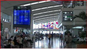沖縄へ 那覇空港 いよいよ、間もなく沖縄とも・・・・