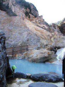 福島県内温泉巡りどうですか? 姥湯(写真)の再開が待ち遠しいです。