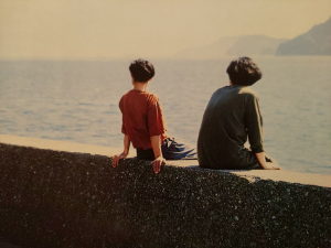 6208 - (株)石川製作所 「海を見ている午後」こんな平和がいつまでも 続けばいいが・・・