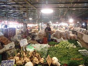カンボジアへ行っちゃいました。 山奥の市場です。
