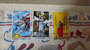 復縁できるか、占い.タロットお願いします なるほど... この三つのカードがこのお話の結果というカード3枚なのです。  真ん中の「塔」のカード
