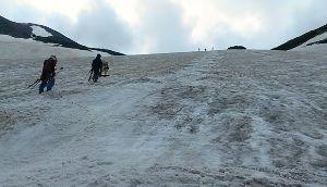 乗鞍大雪渓パート3 一足お先に行ってきました♪ 長野側、ボンバーヘッドの皆さんが作ったラインが有りましたよー 4mピッチ