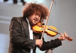 ♪音楽関係山手線ゲーム ☆☆☆ 12.葉加瀬太郎さん  1968年1月23日生まれのヴァイオリン奏者、ミュージシャンです。  「情熱