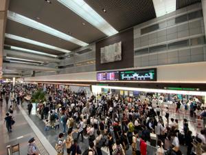 6030 - (株)アドベンチャー 羽田空港が激混みしてますねー。