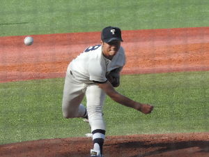 栄光の攻撃野球・東洋大学硬式野球部 東都大学リーグ第一回戦 第二試合   東洋003 102 001  8  H18 E1 B5   中